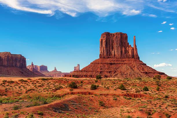 monument valley west thumb - canyon stock-fotos und bilder