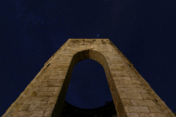 Denkmal-Ansicht in einer sternenklaren Nacht – Foto