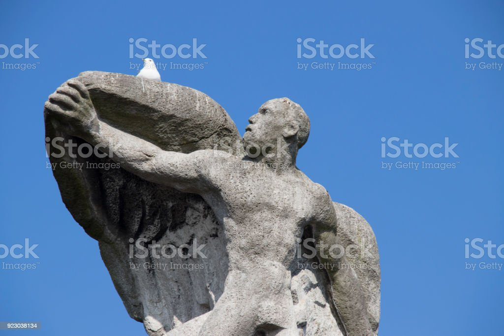 Denkmal mit Möve stock photo