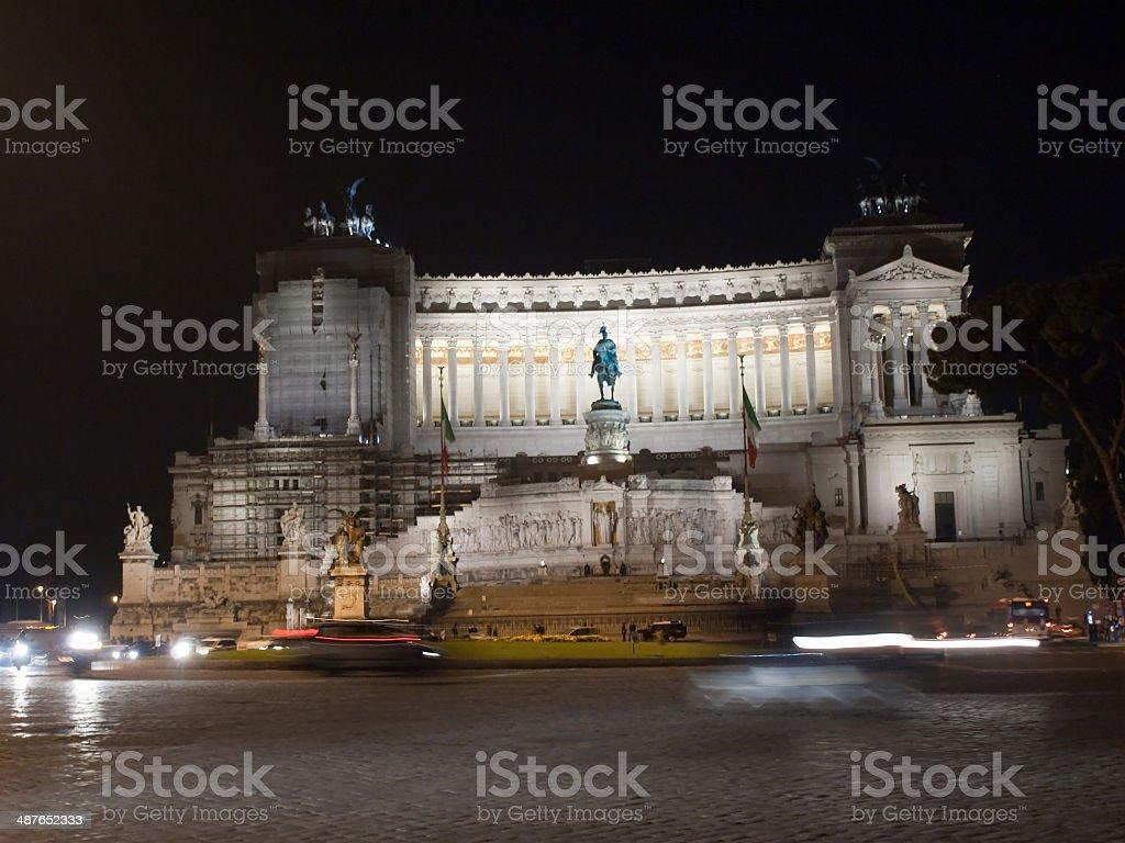 Monumento a Vittorio Emanuele II at night stock photo
