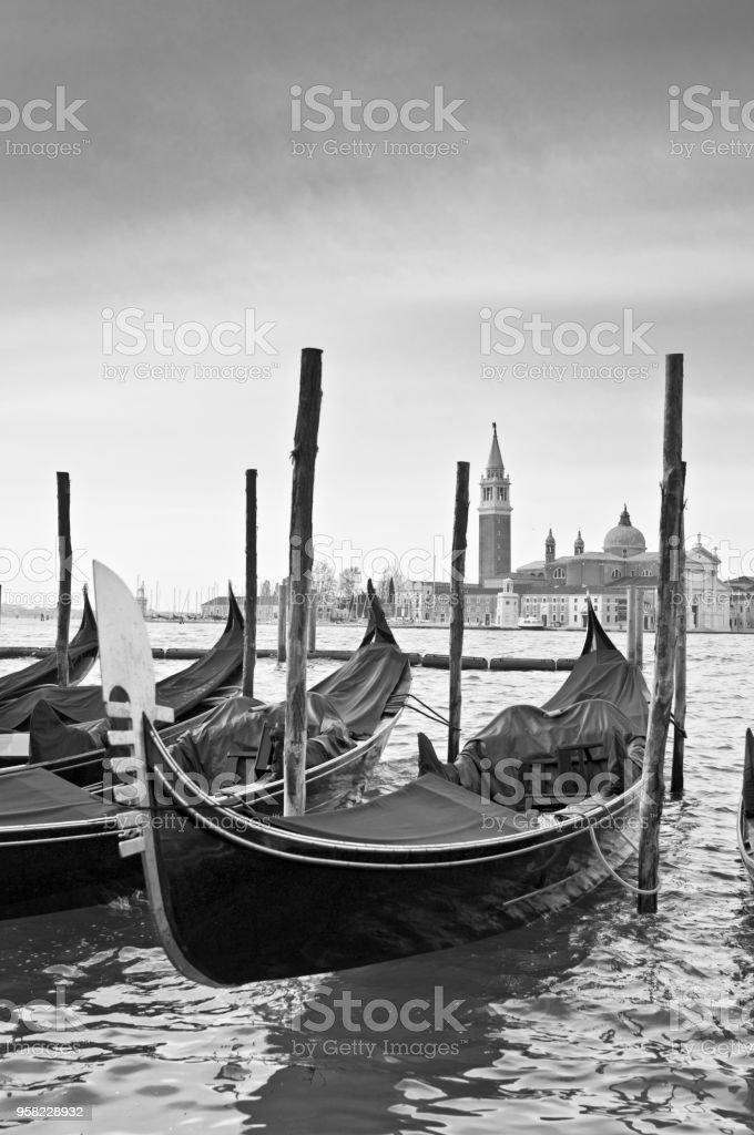 Image monochrome Moody des gondoles St Marks place Venise Italie - Photo