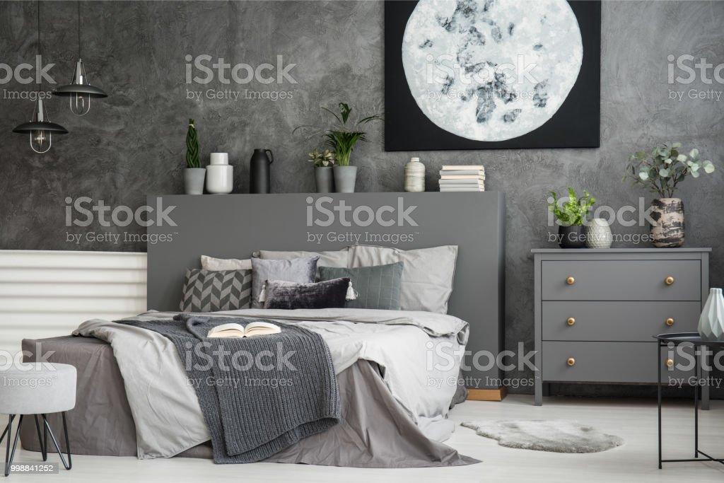Leinwand Auf Eine Graue Wand In Einem Interieur Monochromatische Gemutliches Schlafzimmer Mit Einem Bett Mit Kissen Und Bettwasche Mond Eine Decke Echtes Foto Stockfoto Und Mehr Bilder Von Behaglich Istock