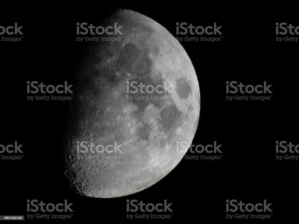 Luna En Fase De Cuarto Creciente Al Detalle Stock Photo & More ...