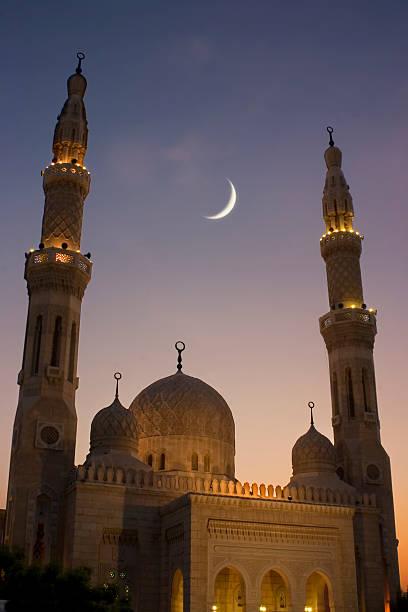 moschee bei sonnenuntergang - jumeirah stock-fotos und bilder
