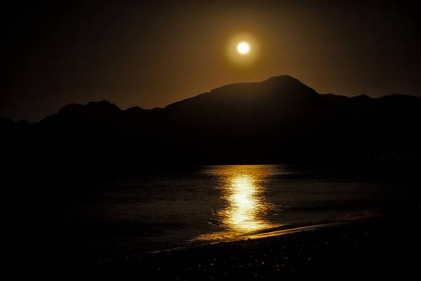 Mond über den Bergen. Bassa Beach. Khasab. Msandam. Oman – Foto