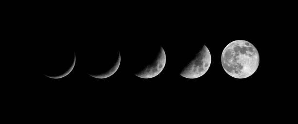 fasi lunari. nuova luna in crescita - luna gibbosa foto e immagini stock