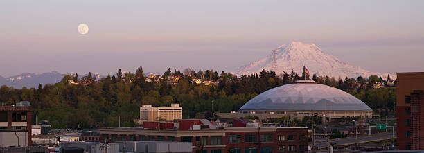 Moon Rise over City Skyline Tacoma Washington United States A full moon appears on the horizon near Mt Rainier and the Tacoma Dome tacoma stock pictures, royalty-free photos & images