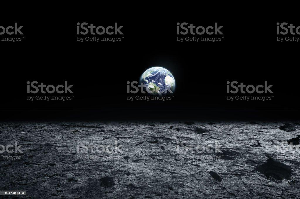 Surface de la lune et la terre à l'horizon. Fantasy art de l'espace. Noir et blanc. Éléments de cette image fournie par la NASA - Photo