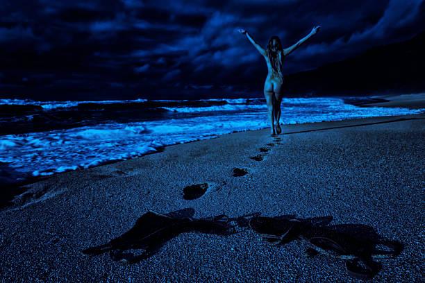 moonlight skinny dip - fkk strand stock-fotos und bilder
