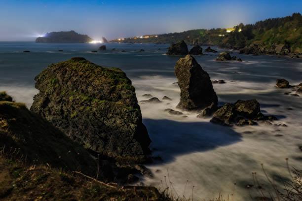 Moonlit Night Bild eines Rocky Beach, Nordkalifornien Küste – Foto