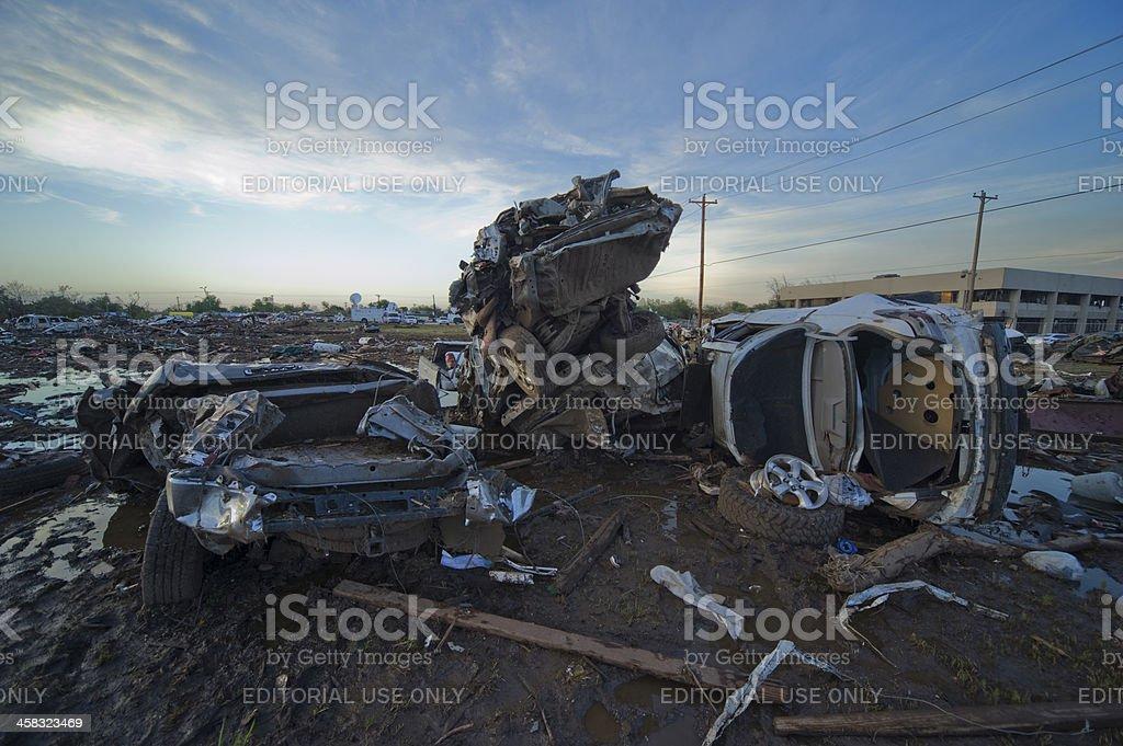 ムーアオクラホマ ef5 竜巻による損傷の オクラホマ州のストックフォト
