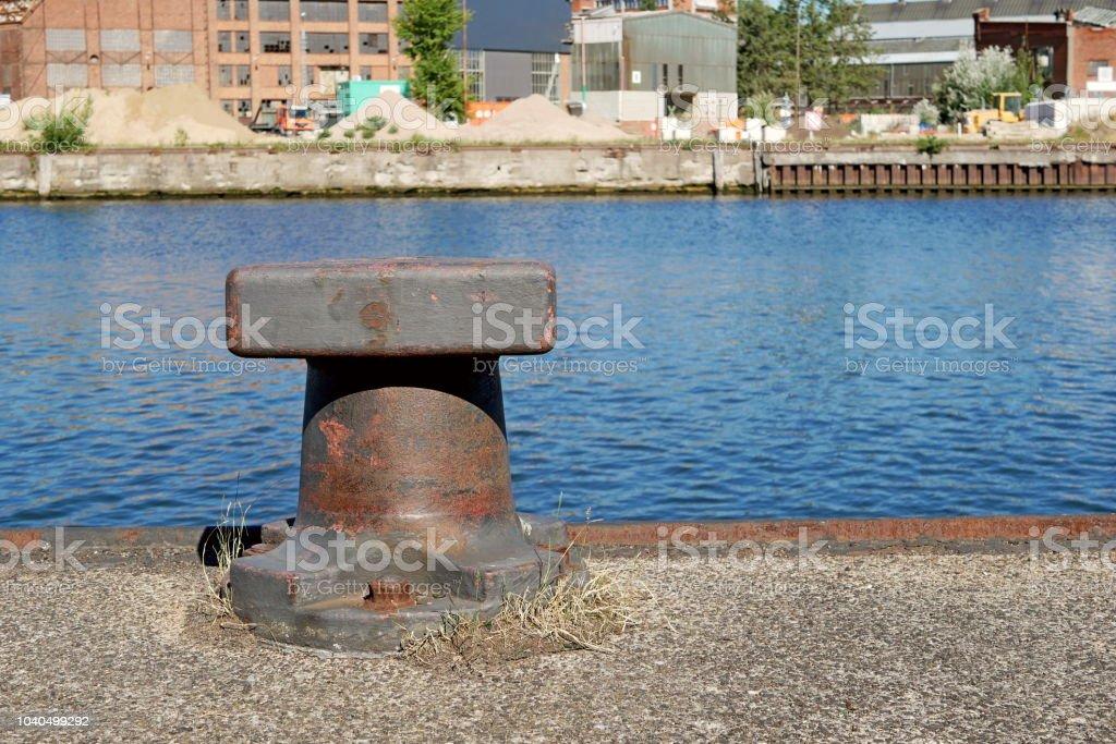 Festmacher-Poller für Hafenterminals - Lübeck - Media Docks – Foto
