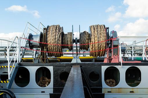 Ligplaats Lier Op Het Dek Van Een Tanker Stockfoto en meer beelden van Aanhalen