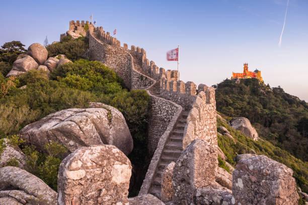 ムーアの城とポルトガル、シントラのペーナ宮殿 - ムーア様式 ストックフォトと画像