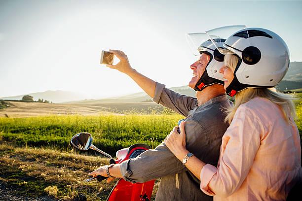 moped selfie - moped photos et images de collection
