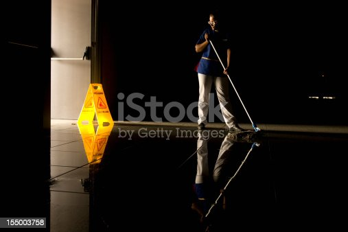 istock Mopping 155003758