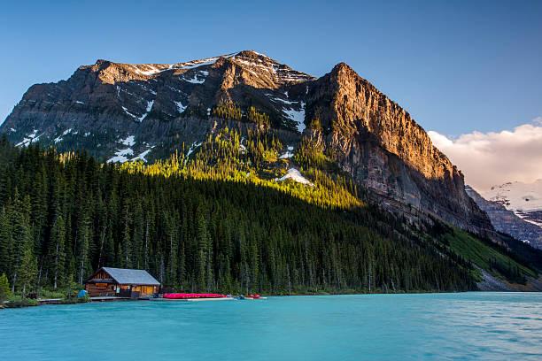 moraine lake, banff canada - lake louise stockfoto's en -beelden