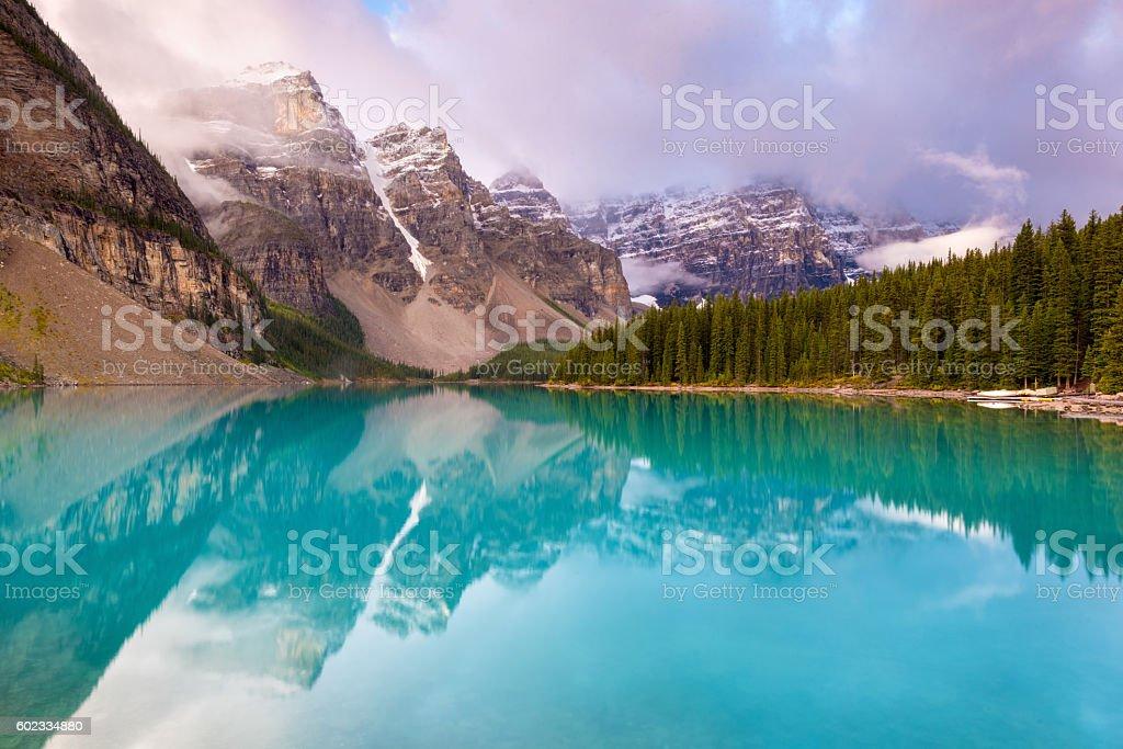 Lago Moraine, Parco Nazionale di Banff, ad Alberta, in Canada - foto stock