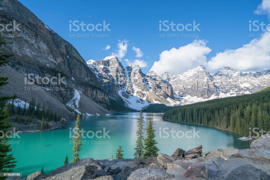Lago Moraine, Parque Nacional de Banff, Canadá - foto de stock
