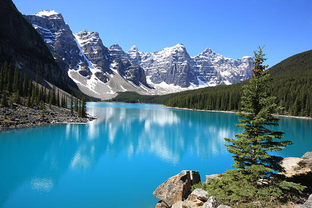 Moraine Lake, Canadian Rockies The idyllic Moraine Lake in Banff National Park, Canadian Rockies valley of the ten peaks stock pictures, royalty-free photos & images