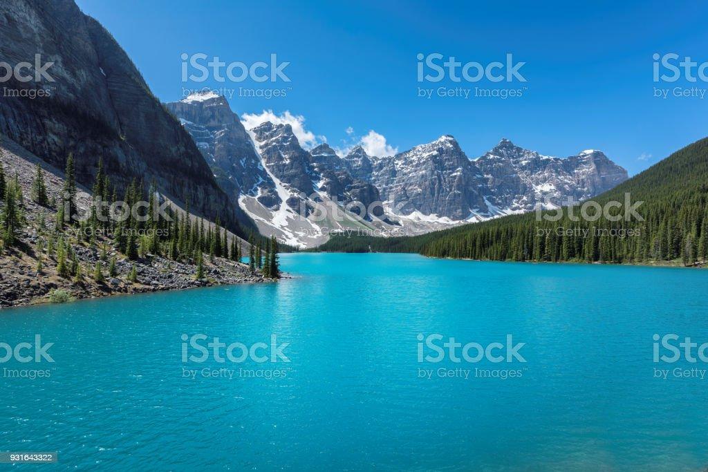 - Moraine lake in Banff National Park - Стоковые фото Moraine роялти-фри