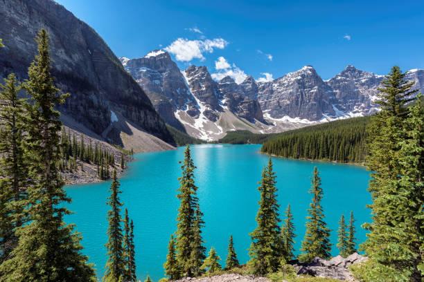 moraine lake in canadian rockies, banff national park, canada. - moraine стоковые фото и изображения