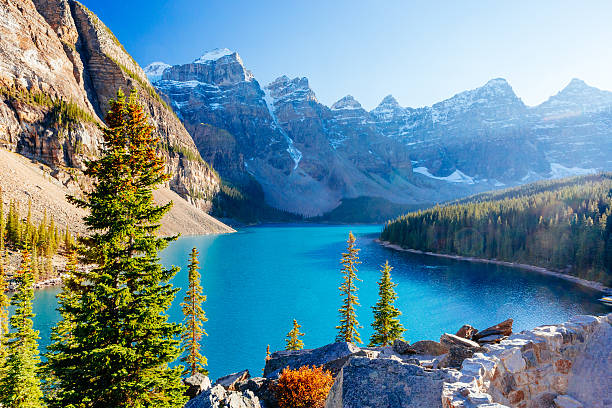 moraine lake, lake louise, banff national park, alberta, canada - canada stock photos and pictures