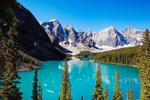 Moraine Lake A beautiful view of Moraine Lake in Alberta, Canada moraine lake stock pictures, royalty-free photos & images