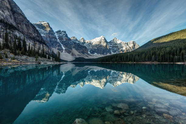 moraine lake reflection - mountain range stock photos and pictures