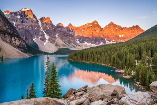 Moraine Lake Sunrise Sunrise over Moraine Lake, Banff National Park, Alberta, Canada rocky mountains north america stock pictures, royalty-free photos & images