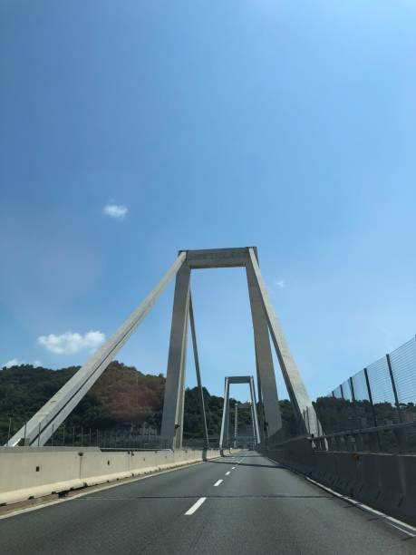 pont de morandi à gênes - pont gênes photos et images de collection