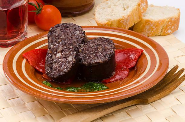 la cocina española. morcilla de burgos. morcilla. - burgos fotografías e imágenes de stock