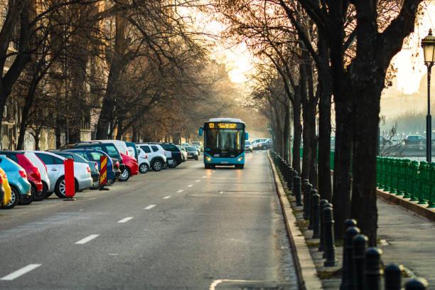 Morgen und Abends Rush Hour, gestoppt Autos und schwer Verkehr auf dem Hauptboulevard von Bukarest, Rumänien, 2020 – Foto