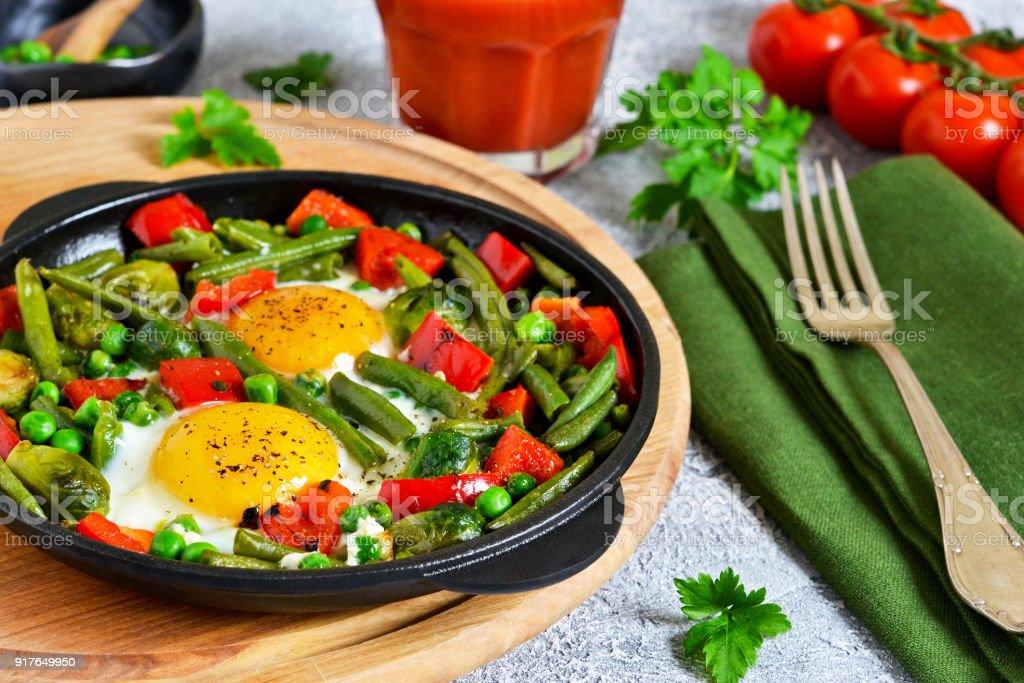 Frühstück Am Morgen Eiern Mit Spargel Erbsen Und Paprika