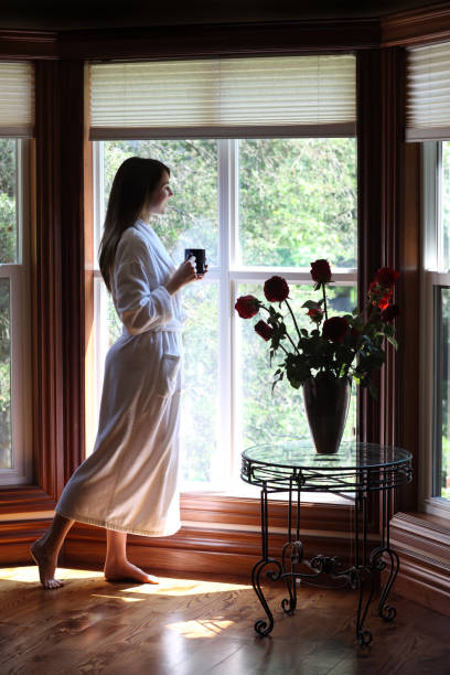 朝のコーヒー、ウィンドウ ストックフォト