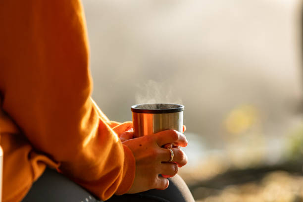 morning coffee outdoors - living a sustainable lifestyle foto e immagini stock
