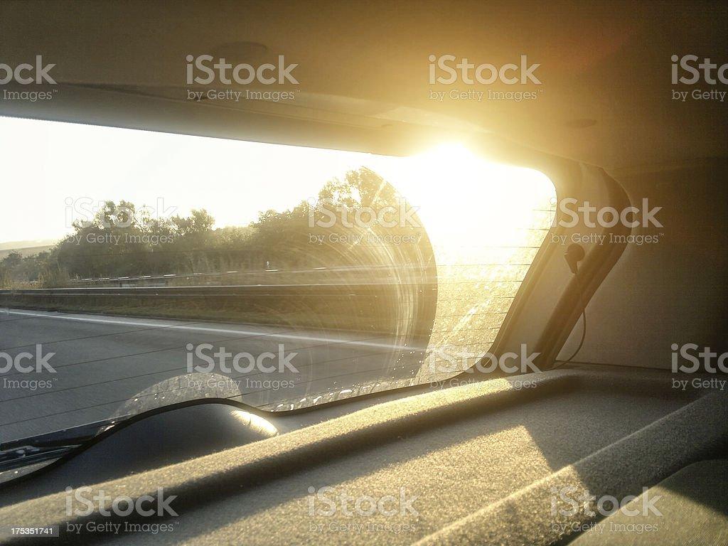 Morgensonne in dem Fenster für ein Auto – Foto