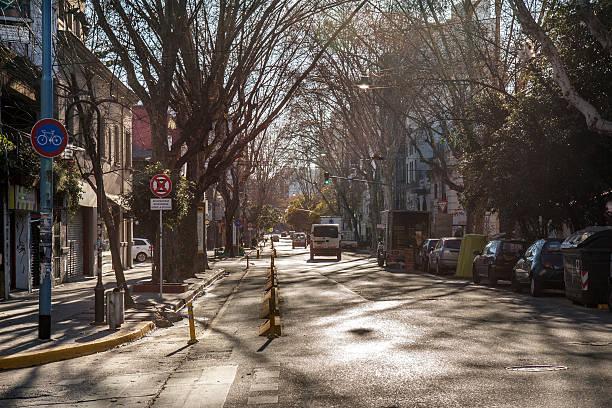Mañana semáforo en invierno en la Avenida Borges, Palermo, Buenos Aires - foto de stock