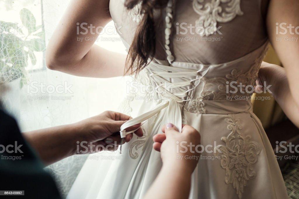 0c5fbfa831646 Morgen der Braut, die Braut trägt ein Kleid, eine Hochzeit, ein schönes  Kleid