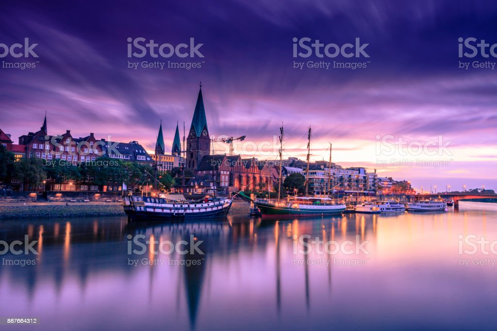 Mañana Skyline del casco antiguo de Bremen - foto de stock