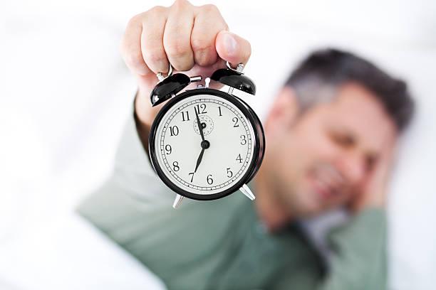 morgen stress - nachttischleuchte touch stock-fotos und bilder