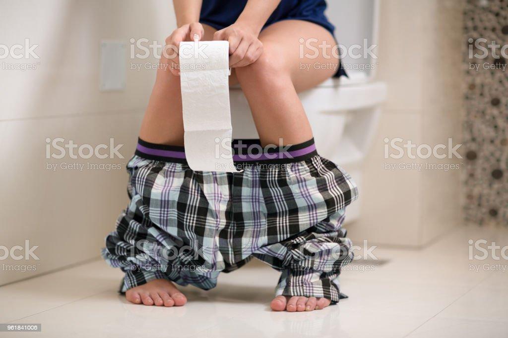 Morgentoilette in Toilette – Foto