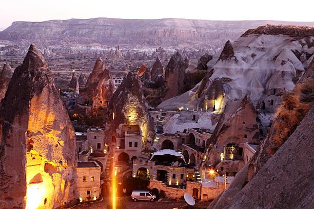 morning twilight in fairy chimneys of goreme valley cappadocia - aardpiramide stockfoto's en -beelden