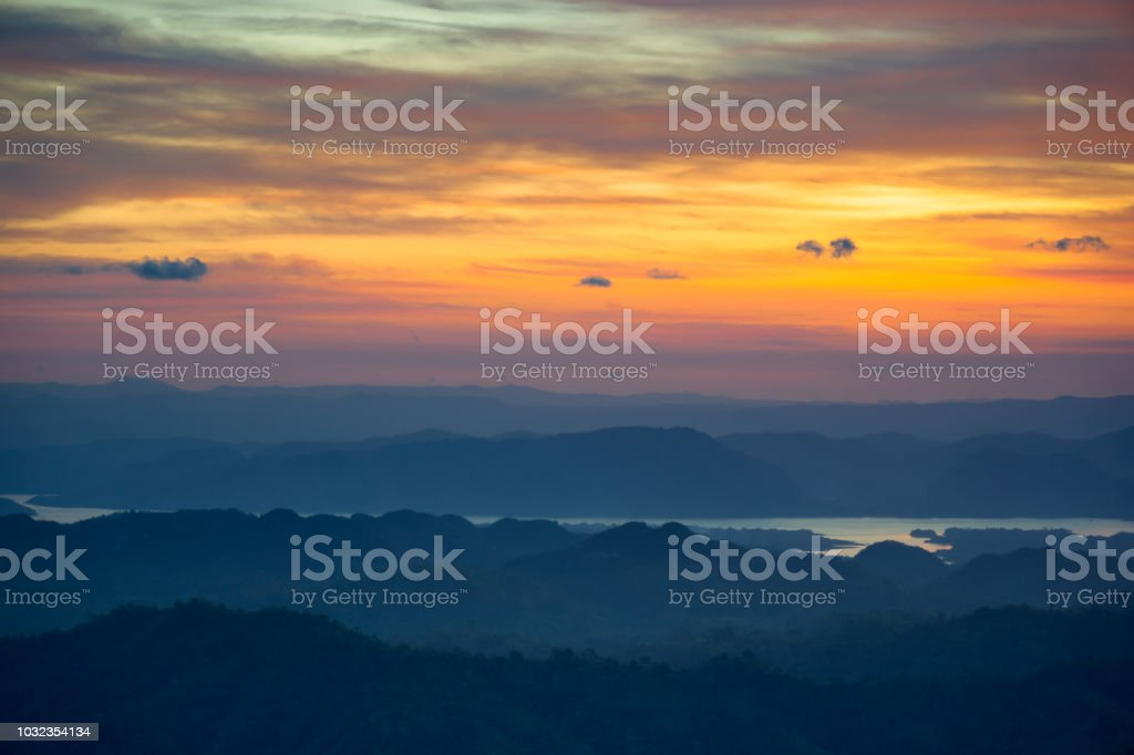 Morgendliche Aussicht bei Sonnenaufgang am Morgen – Foto