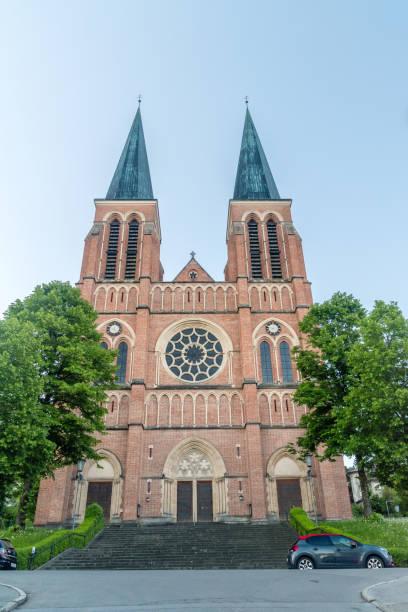 morning view of parish church bregenz of heart of jesus (pfarrkirche bregenz-herz jesu). - jesus and heart zdjęcia i obrazy z banku zdjęć