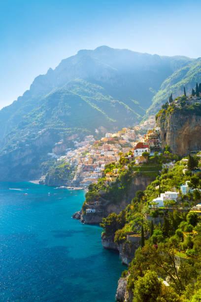 morning view of positano cityscape on coast line of mediterranean sea - sardegna foto e immagini stock
