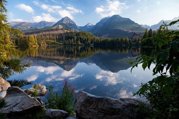 아침에 고가 tatras 산맥 슬로바키아 strbske pleso (호수)의 보기 - 슬로바키아 뉴스 사진 이미지