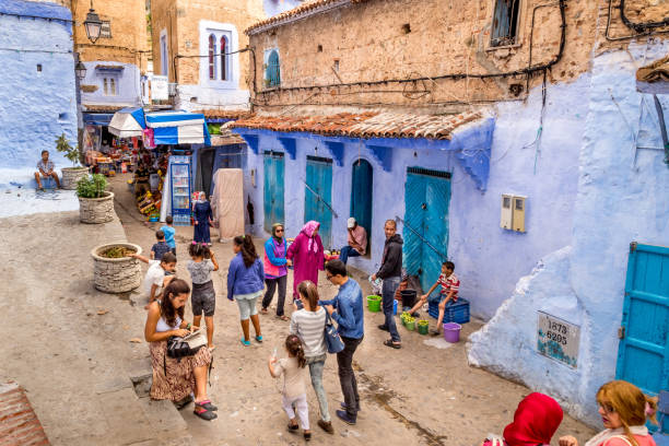 Moroccan local people and tourists walking in the streets of Chefchaouen - Colourful city painted in Blue – zdjęcie