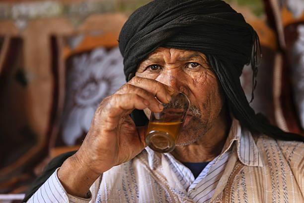 Moroccan man drinking Maghrebi mint tea. – zdjęcie