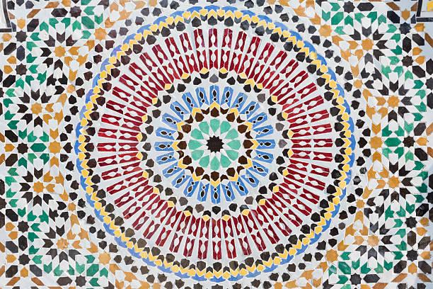marokkanische mosaik in muster und bunten hintergrund in runde form - türkische fliesen stock-fotos und bilder